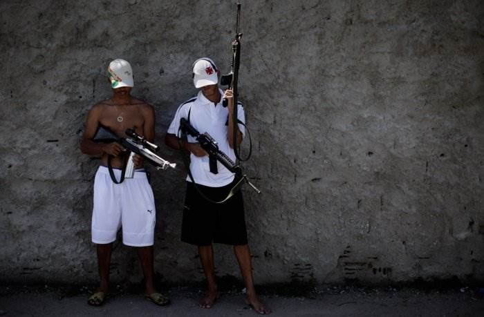 Наркоторговцы vs полиция в Рио-де-Жанейро