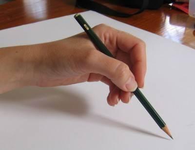как держать карандаш при рисовании