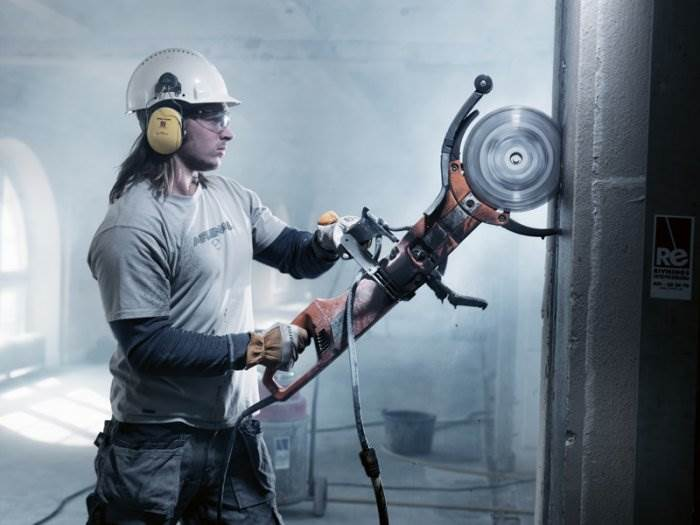 http://art-assorty.ru/uploads/posts/2012-12/1355044170_rezka-betonny-h-konstruktsij.jpg