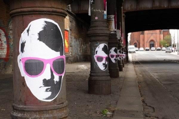розовый стрит-арт