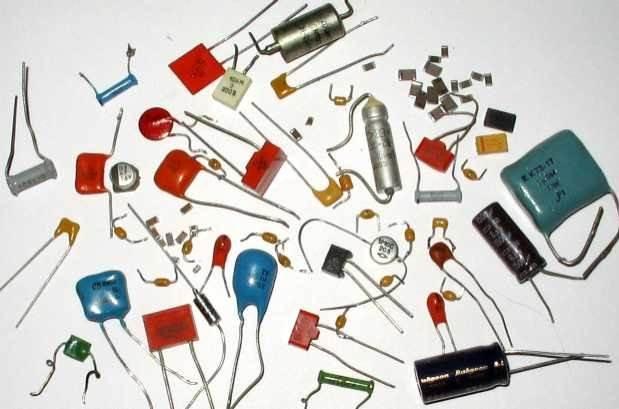 В России условные графические обозначения конденсаторов на схемах должны соответствовать ГОСТ 2.728-74 либо...