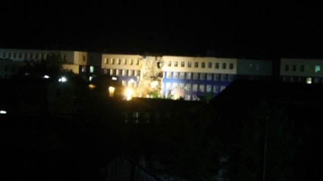 1436762042_obrushenie-kazarmy-v-omske-foto-video_2 В России обвалилась казарма: 23 десантника погибли (фото, видео)