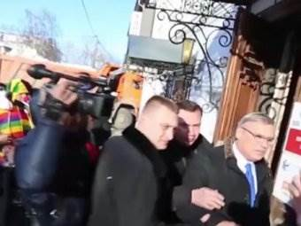 Касьянова закидали яйцами видео