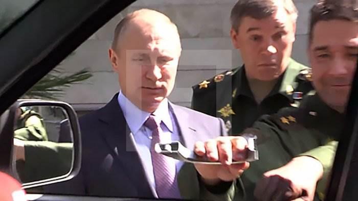 Генерал оторвал ручку УАЗ Патриот