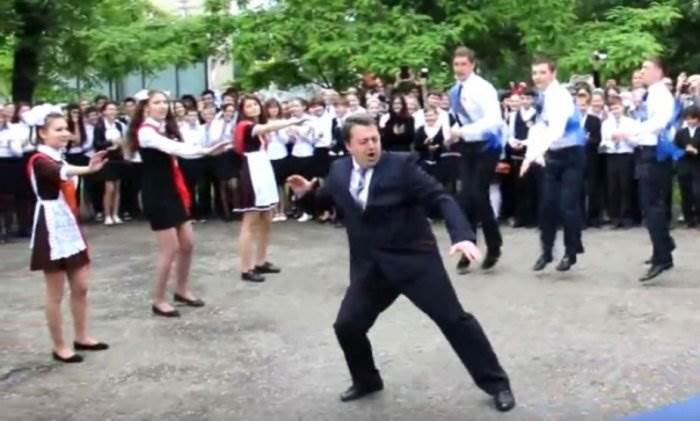 Танец директора лицея на последнем звонке фото