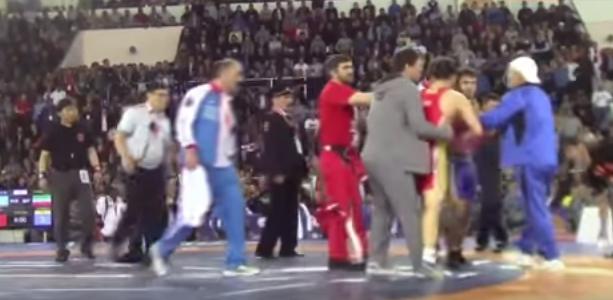 Драка на Чемпионате России по борьбе