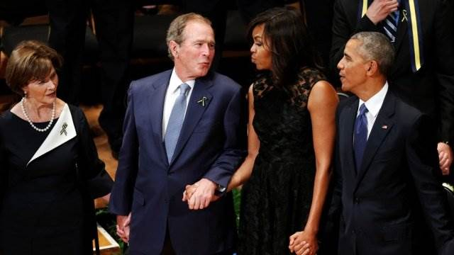 Джордж Буш танцует на панихиде в Далласе