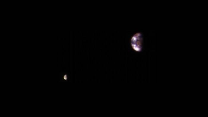 Фото Земли и Луны с Марса