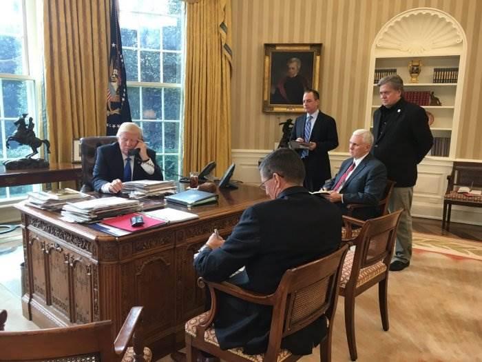 Трамп разговаривает по телефону с Путиным