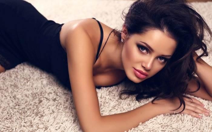 Очень красивые гламурные девушки, скромная русская женщина средних лет с удовольствием сосет член своему