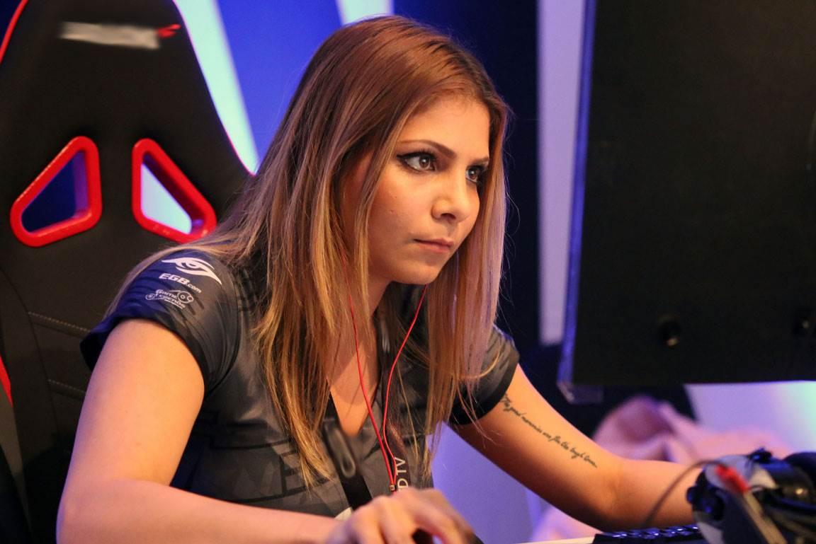 Самые известные девушки-геймеры мира (15 фото)