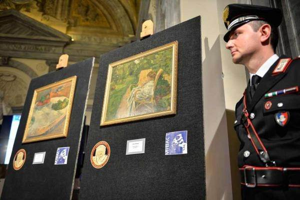 Картины «Фрукты на столе, или Маленькая собачка» Гогена и «Девочка с двумя креслами» Боннара