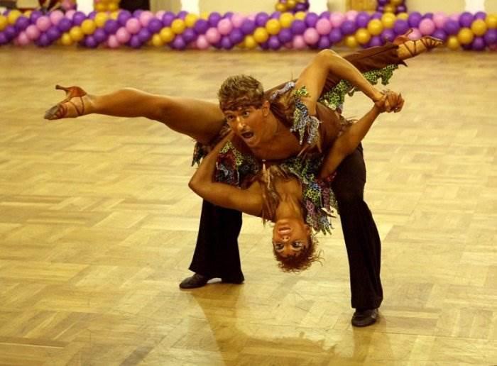 курьезные фото про танцы цветов стенах графикой