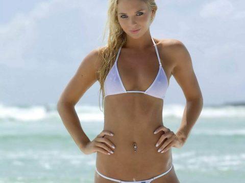 Самые красивые девушки в мини купальниках (35 фото)