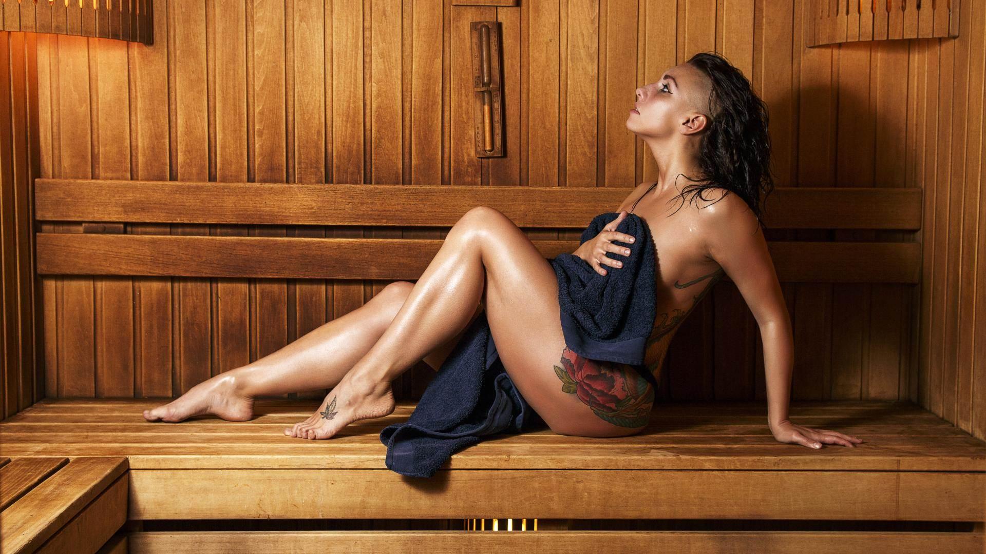 Фото телки массажистки в сауне, секс после тренировки в душевой