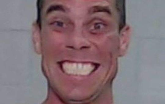 «Самый счастливый преступник Америки» улыбается после ограбления фото