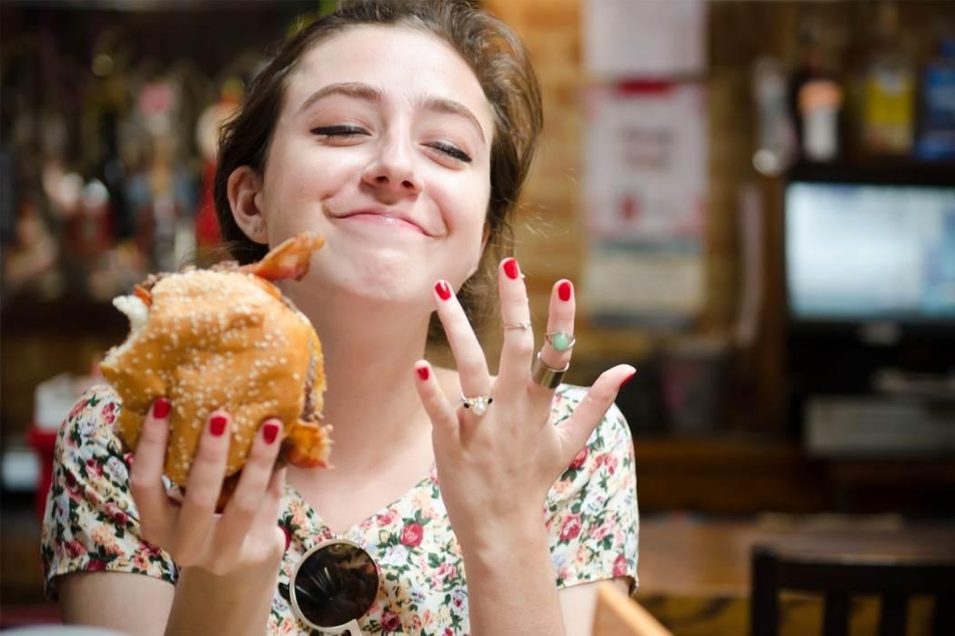 Girl eats out, aged women huge dildo tube