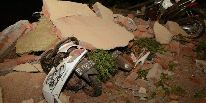 Землетрясение в Индонезии 5 августа 2018 фото и видео