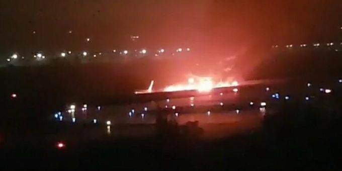 В Сочи загорелся самолёт с пассажирами 1.09.2018 фото и видео