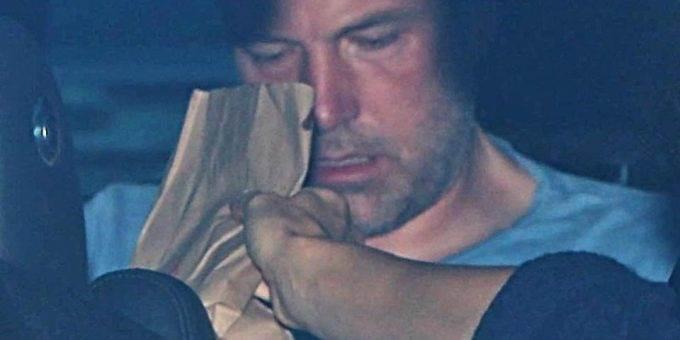 Бен Аффлек лечится от алкоголизма в реабилитационном центре фото
