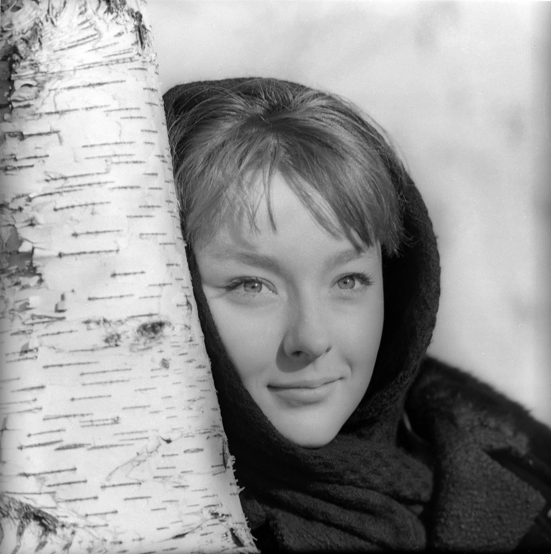 смотреть онлайн молодые советские актрисы наслышаны