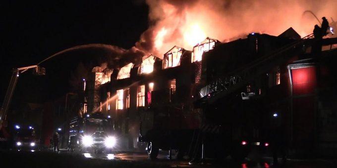 Пожар в мебельном магазине в Иркутске 01.10.2018 фото