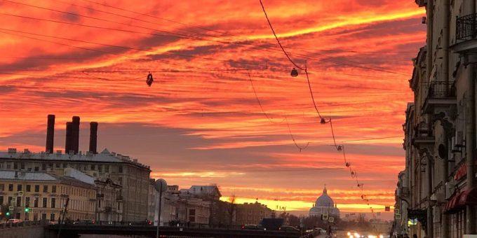 Яркий закат в Санкт-Петербурге 4 ноября фото