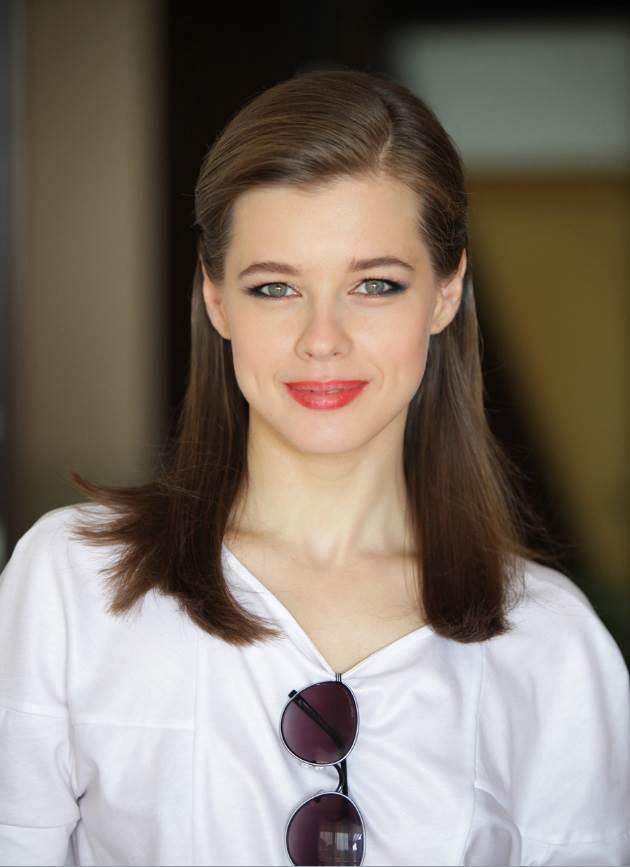 fotografii-molodih-rossiyskih-aktris-golie-devushki-bez-obuvi