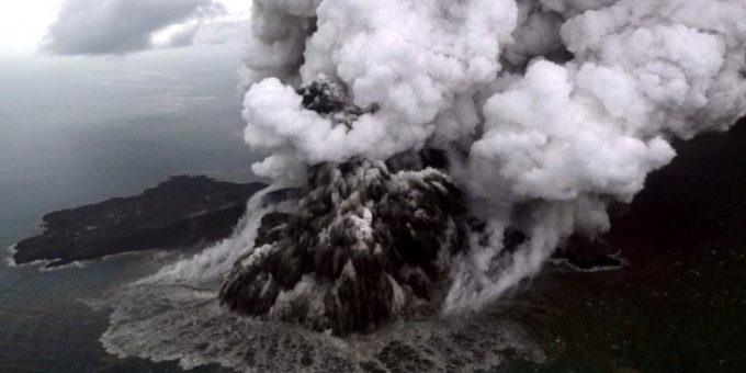 Вулкан Кракатау извержение 2018 фото