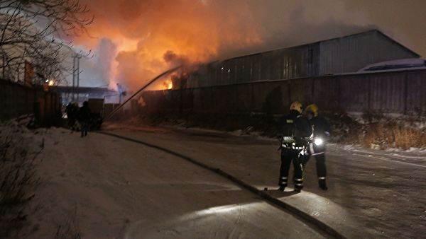 Пожар на складе пиротехники в Петербурге фото