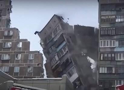 В Магнитогорске снесли стену взорвавшегося дома видео