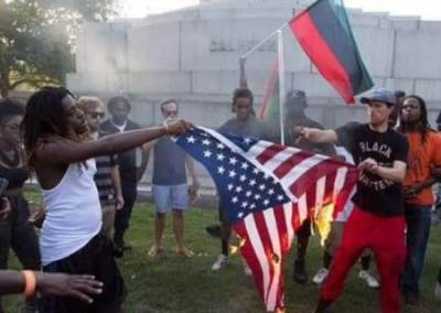 Жители Гаити сожгли американский флаг и попросили помощи у Путина фото и видео
