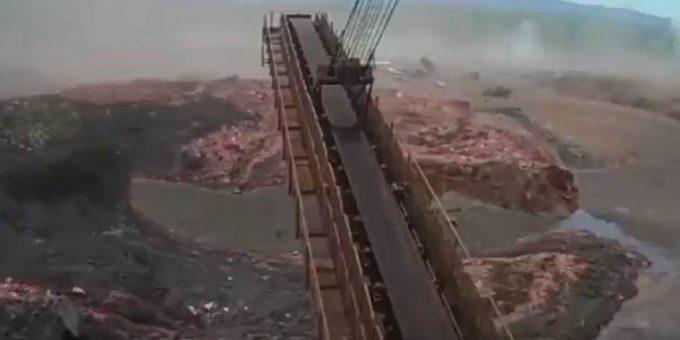 Прорыв плотины в Бразилии фото и видео