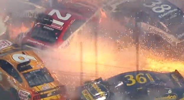 Жуткая авария на гонке NASCAR Дайтона 500 видео