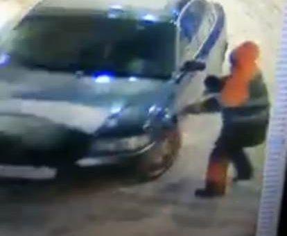 В Петербурге водитель, не захотевший оплачивать бензин, сбил заправщика на АЗС