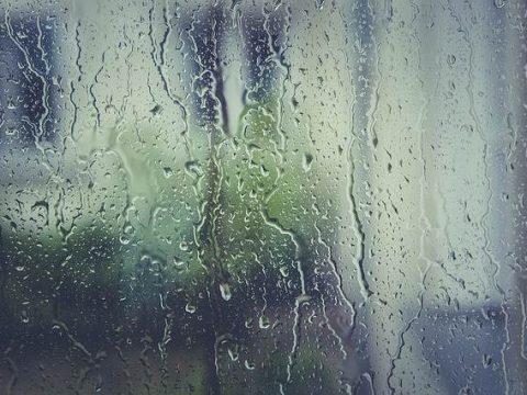 Дождь по стеклу