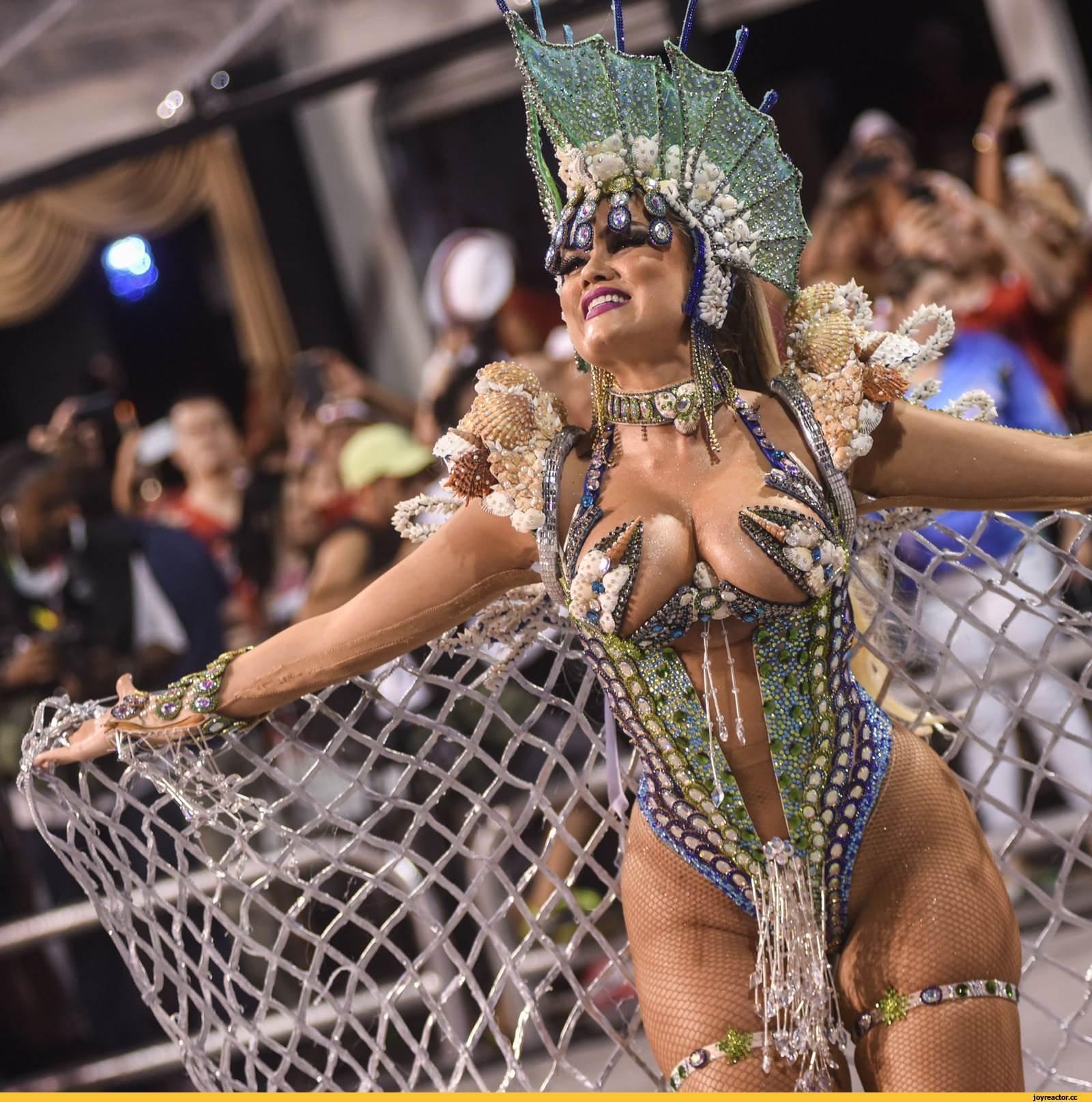 foto-karnaval-samie-seksualnie-devushki-porno-zrelih