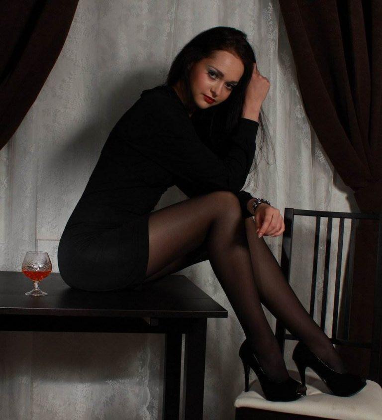 foto-devushek-chulkah-kolgotkah-fotografii-molodih-pisechek-domashnee