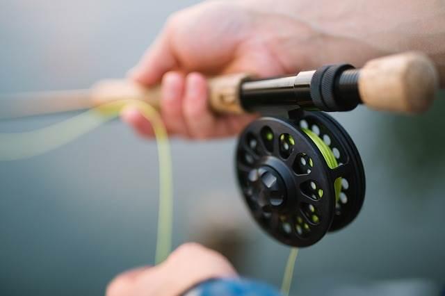 Рыбак с удочкой фото