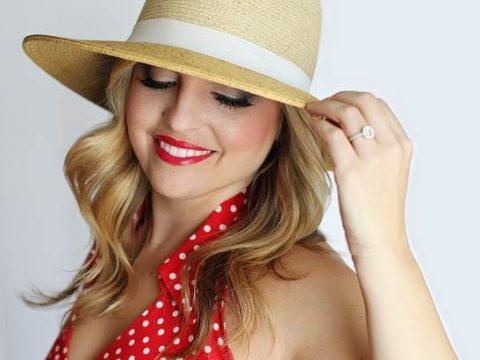 Красивая блондинка в шляпке фото