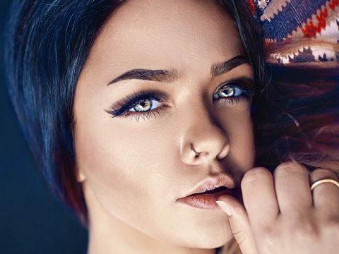 Девушка с красивыми глазами фото