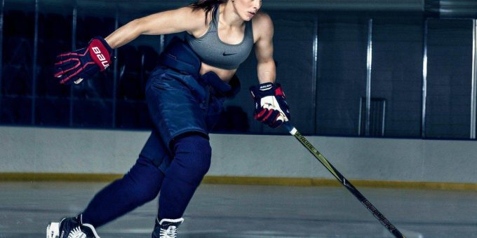 12 девушек с пышными формами в спорте