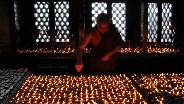 Тибетские  монахи. Буддизм часть вторая