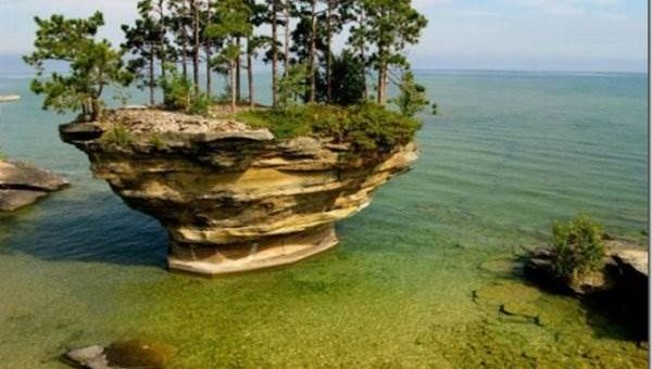 Остров Turnip Rock. Озеро Гурон