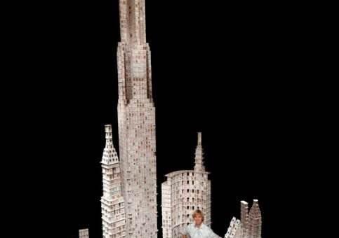 Брайан Берг скульптура из карт
