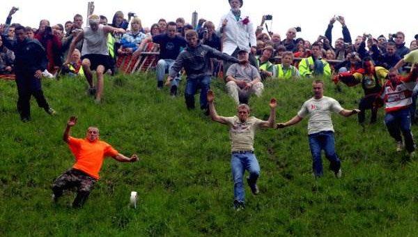 Сырные гонки в городе Глостер