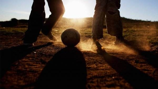 Как играют в футбол в Африке фото