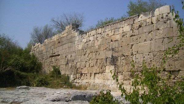 Руины Чуфут-Кале в Крыму (21 фото)
