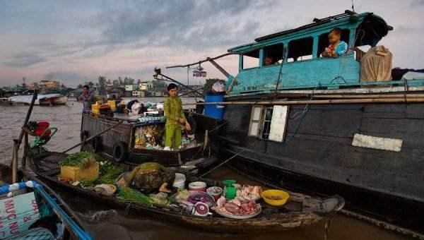 Плавучий рынок во Вьетнаме
