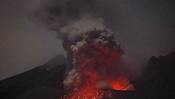 Вулкан Сакурадзима. Извержение. Фотограф Martin Rietze